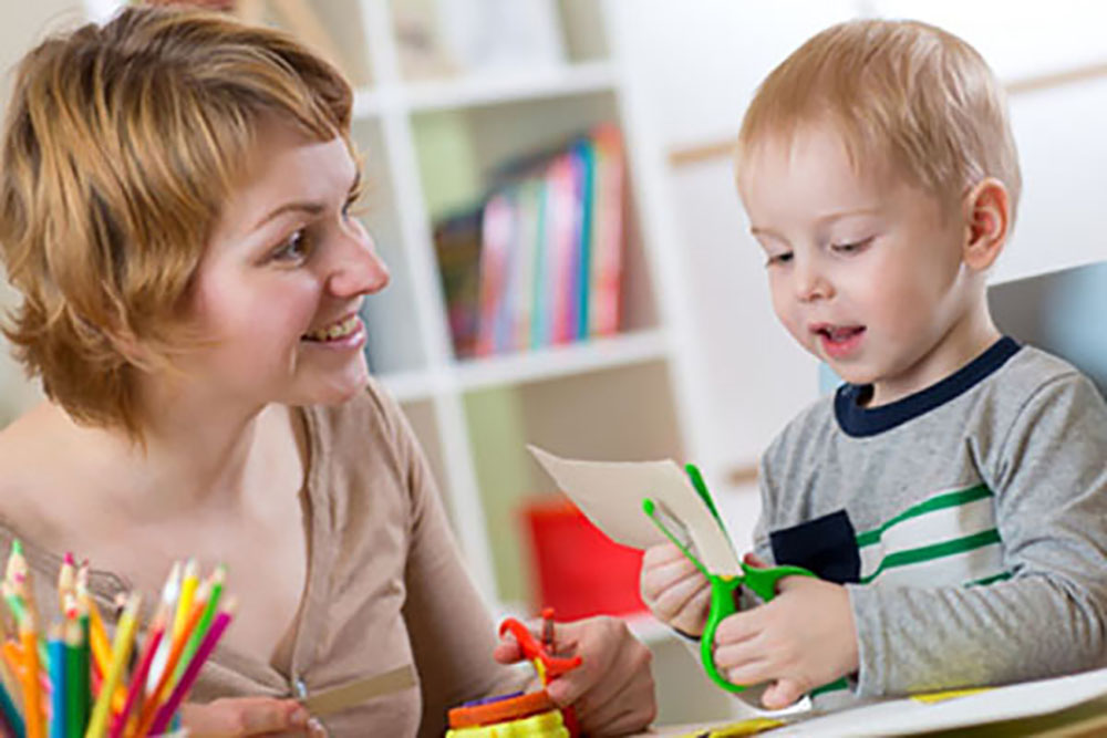 4 Unacceptable Babysitter Behaviors To Watch Out For